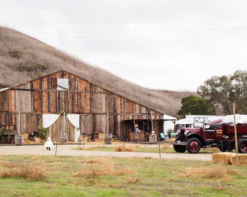 Elegant Western Barn Wedding Featured on Green Wedding Shoes